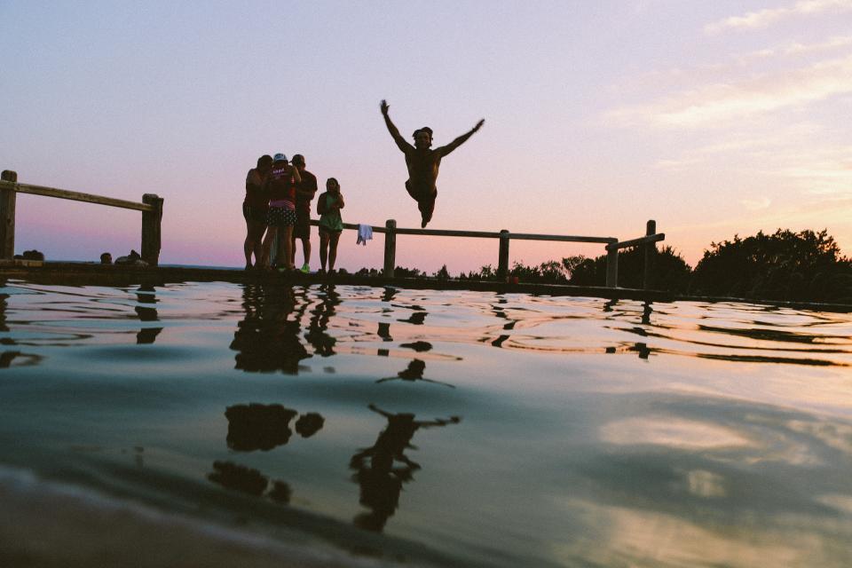 מאבק. בני נוער בחופש|צילום: stocksnap.io