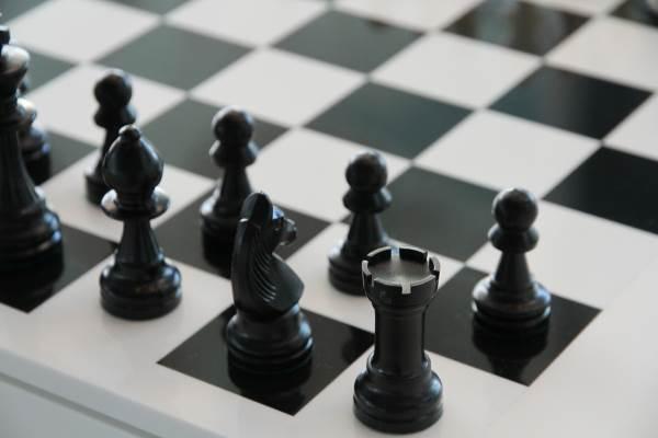 כבוד נוסף לראשון לציון, הביאו איתן רוזן וגיא לוין. לוח שחמט | צילום ארכיון: www.pixabay.com.